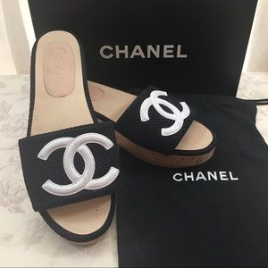 🆕 Chanel CC Classic Denim Wooden Mules(run small)